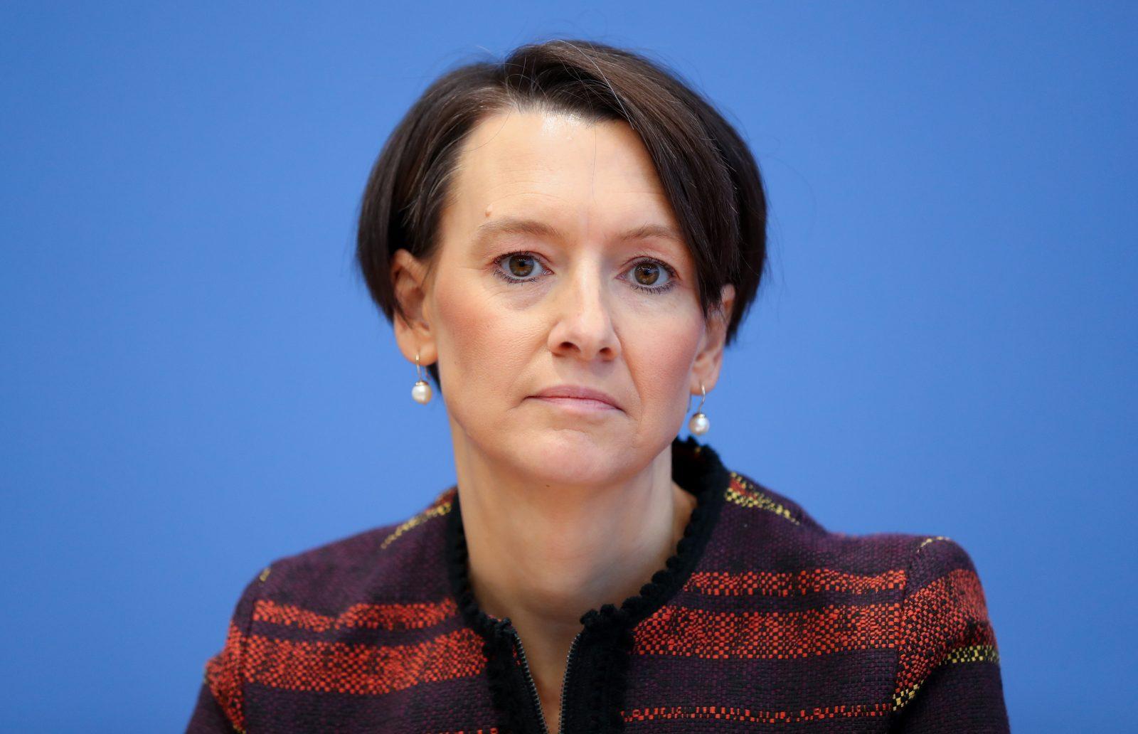Bremens Bildungssenatorin Claudia Bogedan (SPD) hebt die Mathe-Abiturnoten an (Archivbild) Foto: (c) dpa