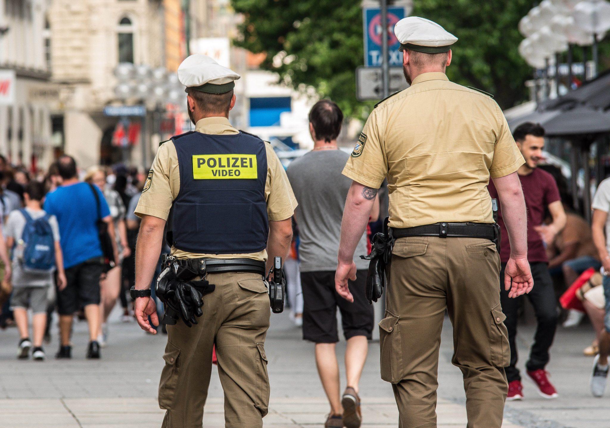 Eine Polizeistreife geht durch die Münchner Fußgängerzone (Archivbild) Foto: picture alliance/ZUMA Press