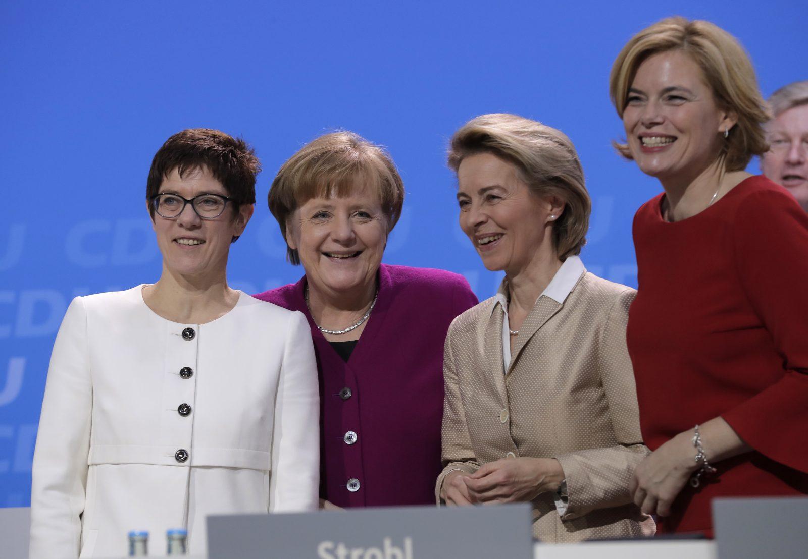 Führende CDU-Frauen: Parteivorsitzende Annegret Kramp-Karrenbauern, Kanzlerin Angela Merkel, EU-Kommissionspräsidentin Ursula von der Leyen, Bundeslandwirtschaftsministerin Julia Klöckner (v. l. n. r.) Foto: picture alliance / AP Photo