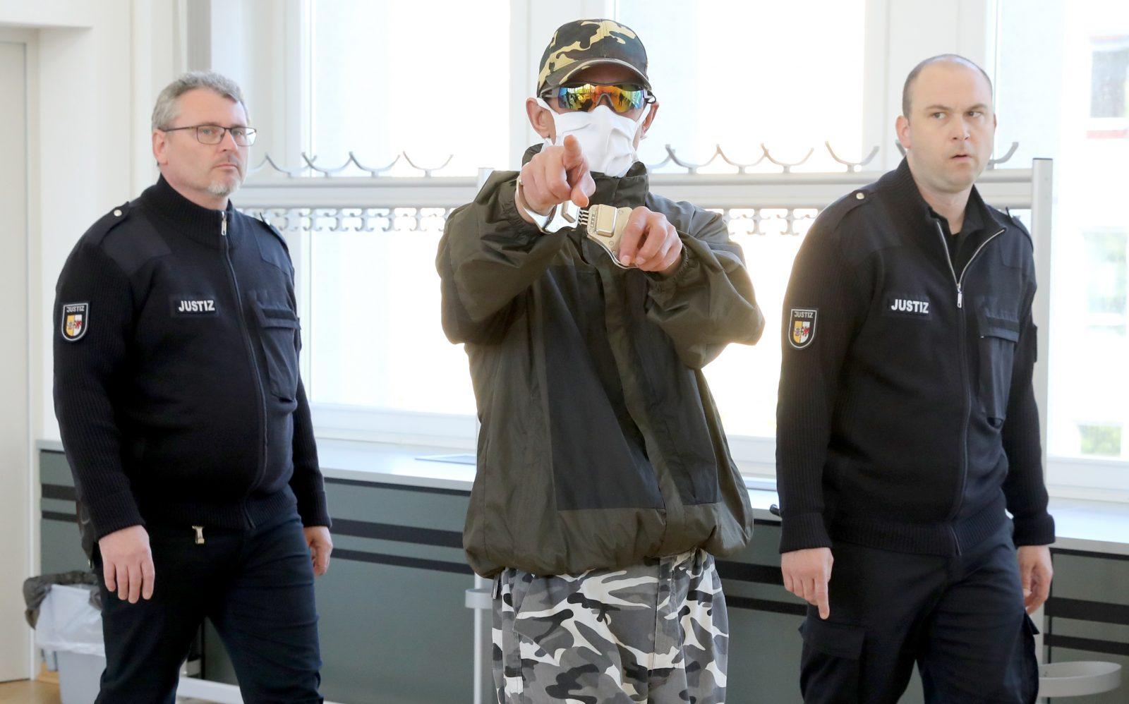 Der wegen Totschlags verurteilte Oleh T. (M.) drohte und provozierte während der Verhandlungen vor dem Landgericht Rostock Foto: picture alliance/Bernd Wüstneck/dpa-Zentralbild/dpa