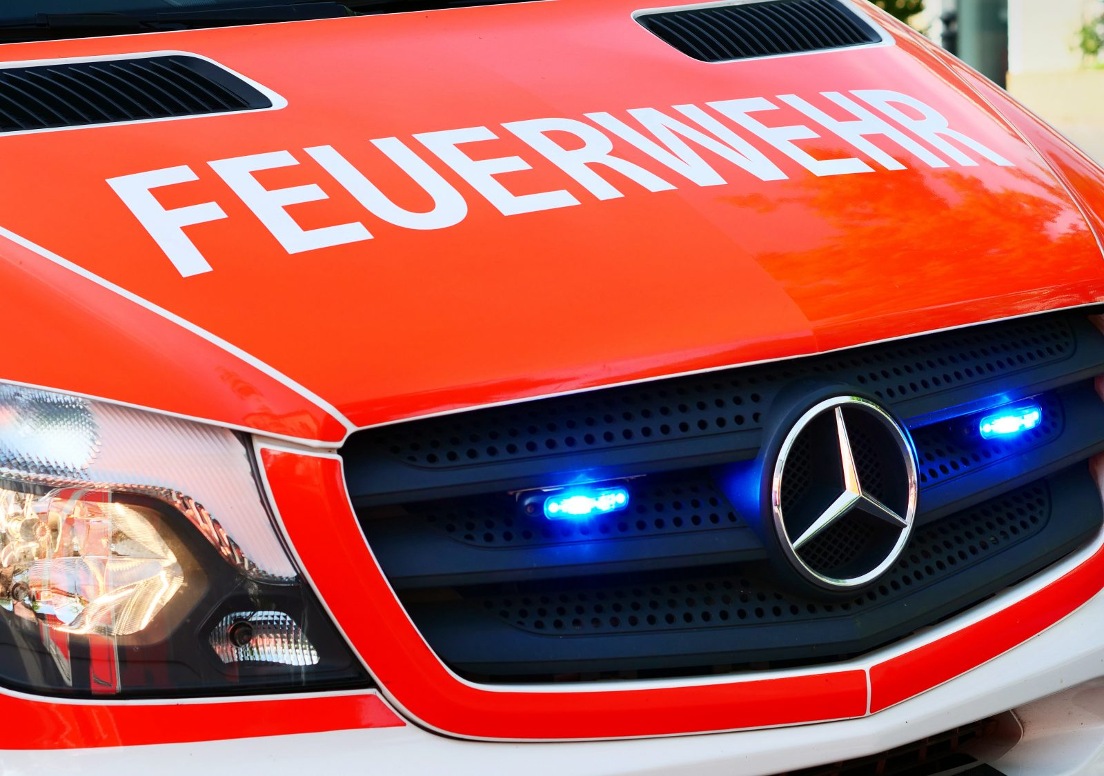 Ein Rettungswagen der Feuerwehr im Einsatz (Symbolbild) Foto: picture alliance/dpa
