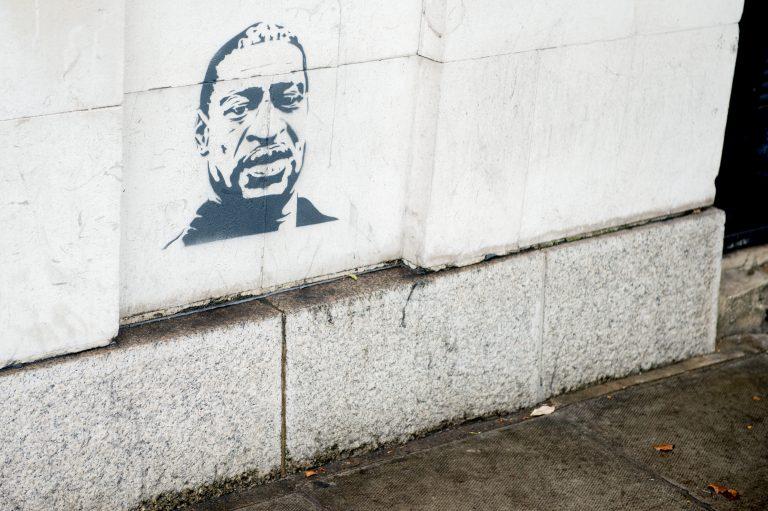 Ein Graffiti erinnert an George Floyd: Wird eine Straße in Bayern nach ihm benannt? Foto: picture alliance/ZUMA Press
