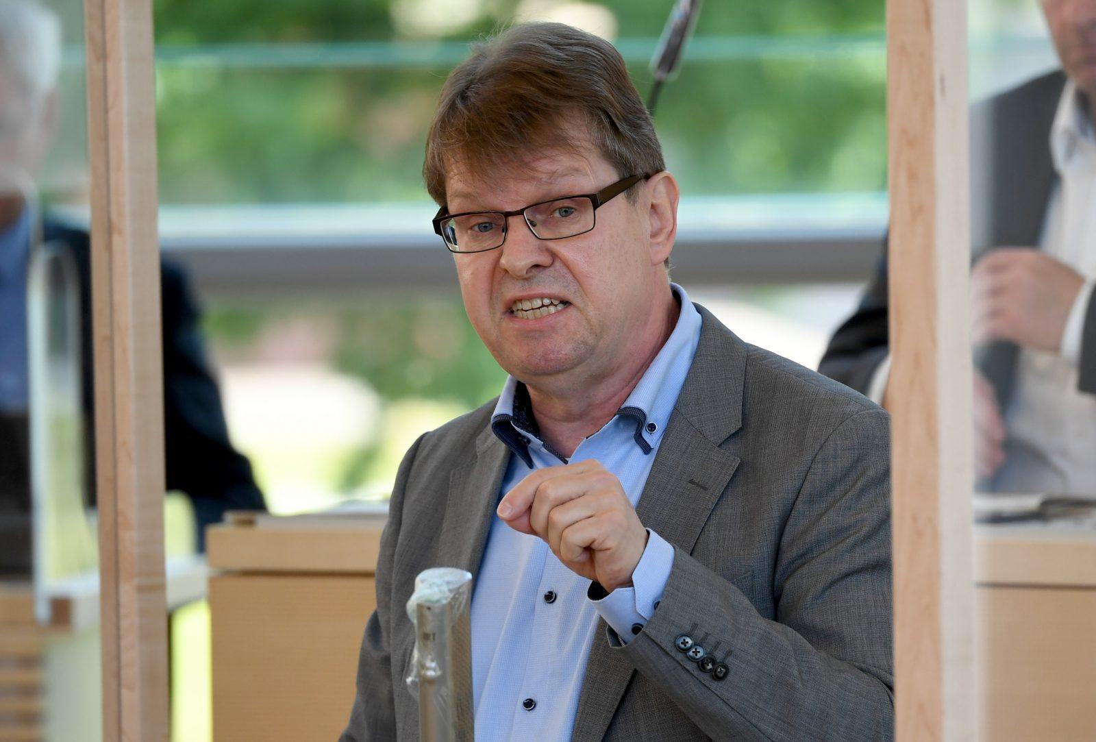 Ralf Stegner (SPD) bringt eine Haftstrafe für den Fleischunternehmer Clemens Tönnies ins Gespräch Foto: picture alliance/Carsten Rehder/dpa