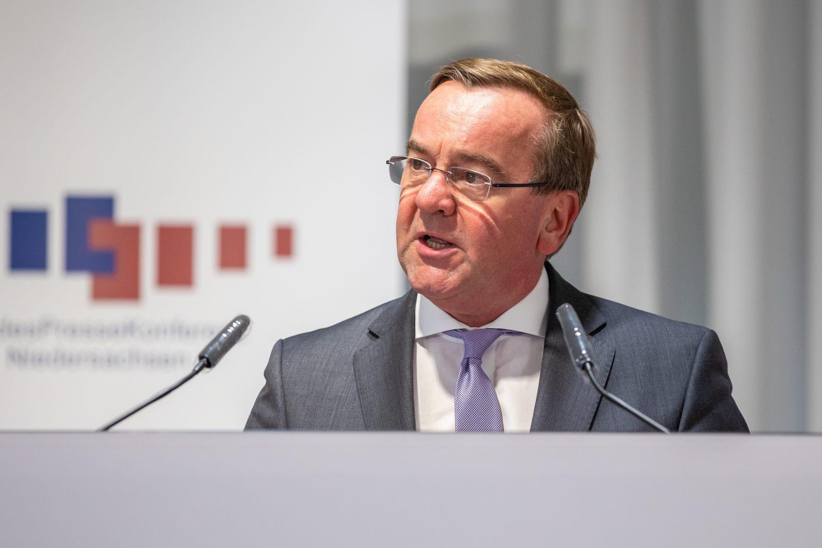 Niedersachsens Innenminister Boris Pistorius (SPD) will Polizeianwärter stärker unter die Lupe nehmen Foto: picture alliance/Moritz Frankenberg/dpa