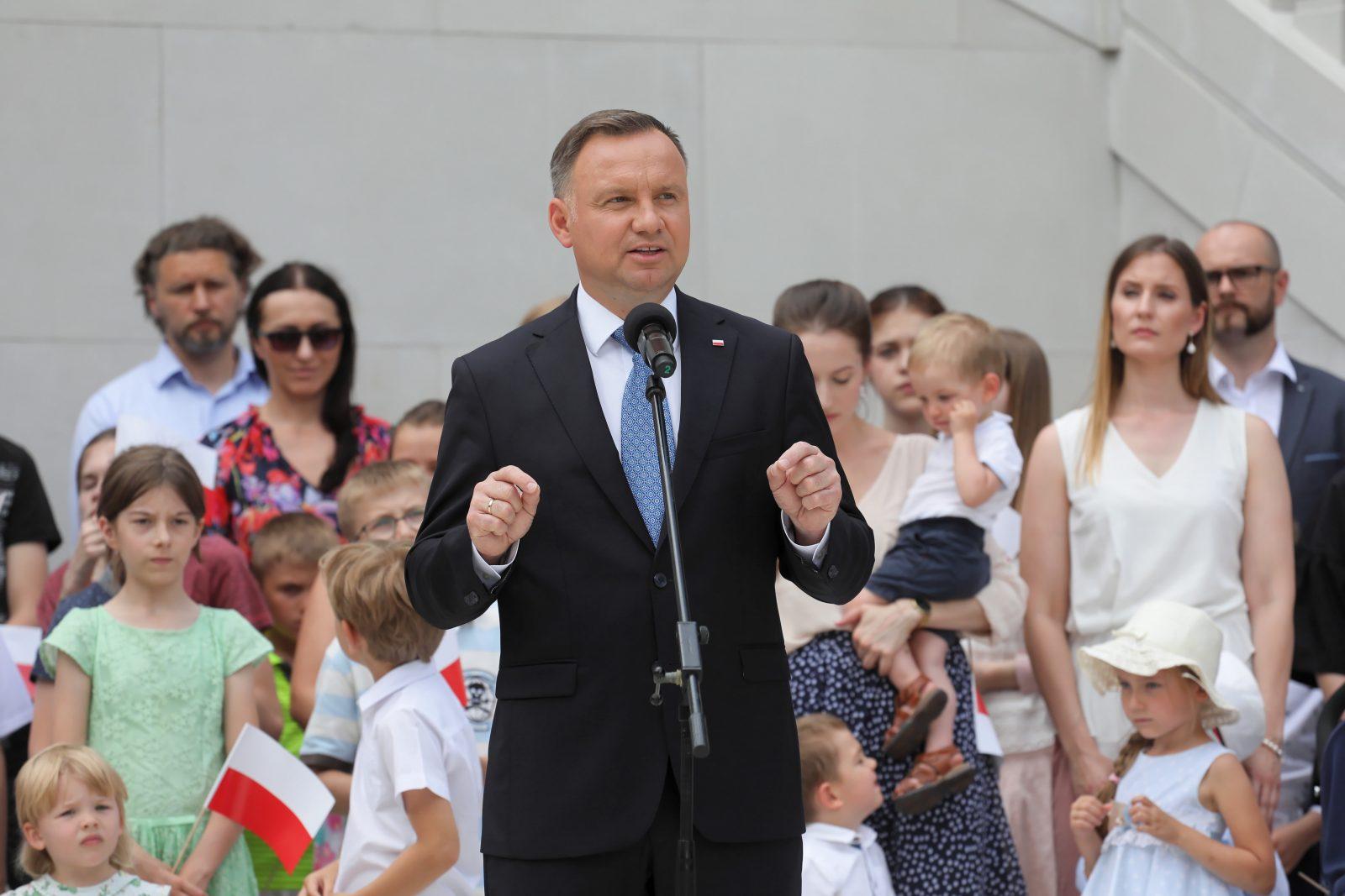 Polens Präsident Andrzej Duda will die Verfassung ändern lassen, um Homo-Paaren Adoptionen zu verbieten Foto: picture alliance / PAP
