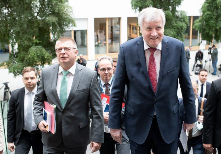 Verfassungsschutzchef Thomas Haldenwang (l.) und Innenminister Horst Seehofer (CSU)
