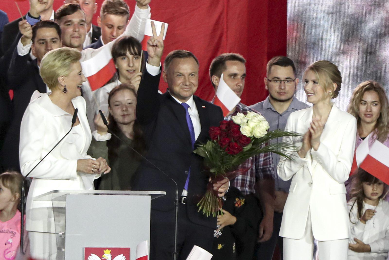 Polens alter und neuer Präsident Andrzej Duda (mitte) Foto: picture alliance / AP Photo