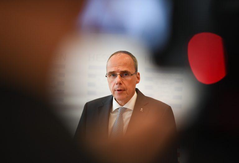 Der hessische Innenminister Peter Beuth (CDU) kündigt eine Untersuchung der Vorgänge um Datenabfragen von Dienstrechnern im Zusammenhang mit Drohmails an Foto: picture alliance/Arne Dedert/dpa