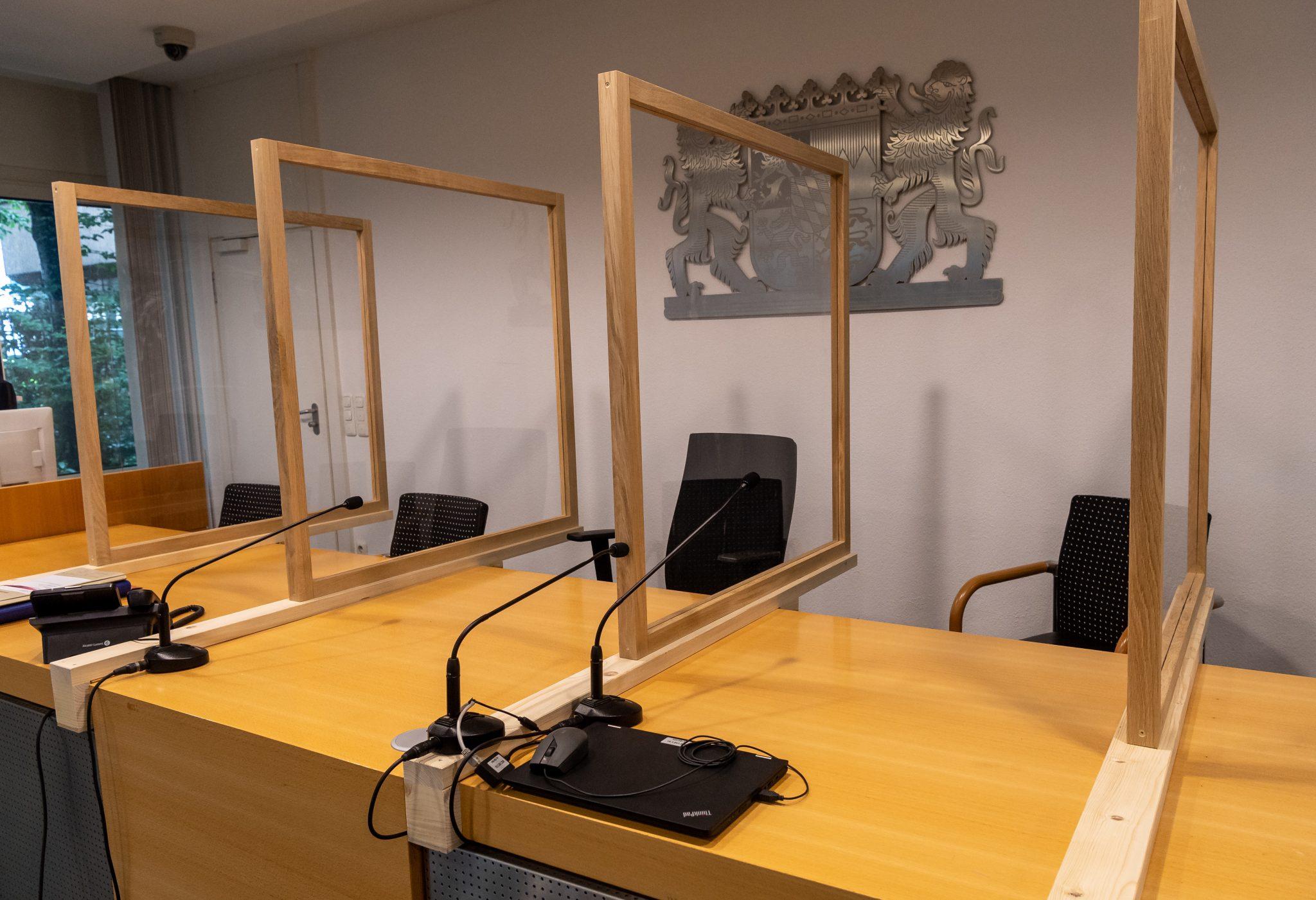 Verhandlungssaal des Verwaltungsgerichts München Foto: picture alliance/Peter Kneffel/dpa