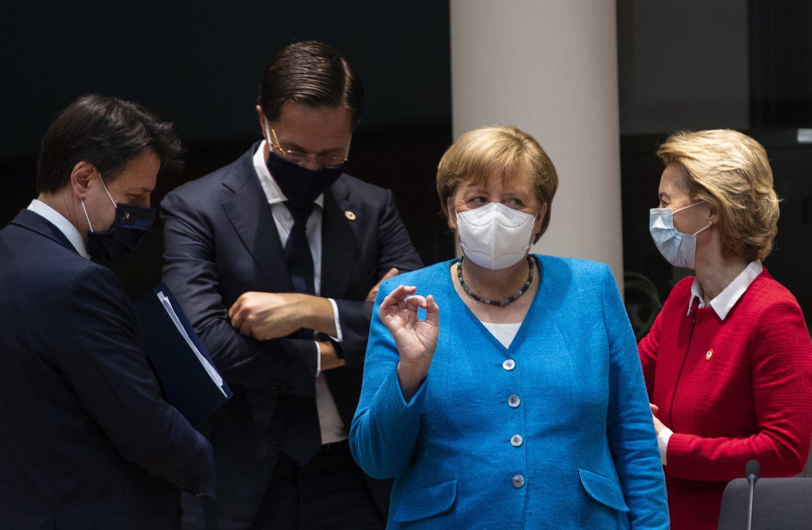Italiens Ministerpräsident Giuseppe Conte (v.l.), sein niederländischer Amtskollege Mark Rutte, Kanzlerin Angela Merkel und EU-Kommissionschefin Ursula von der Leyen Foto: picture alliance / AP Photo
