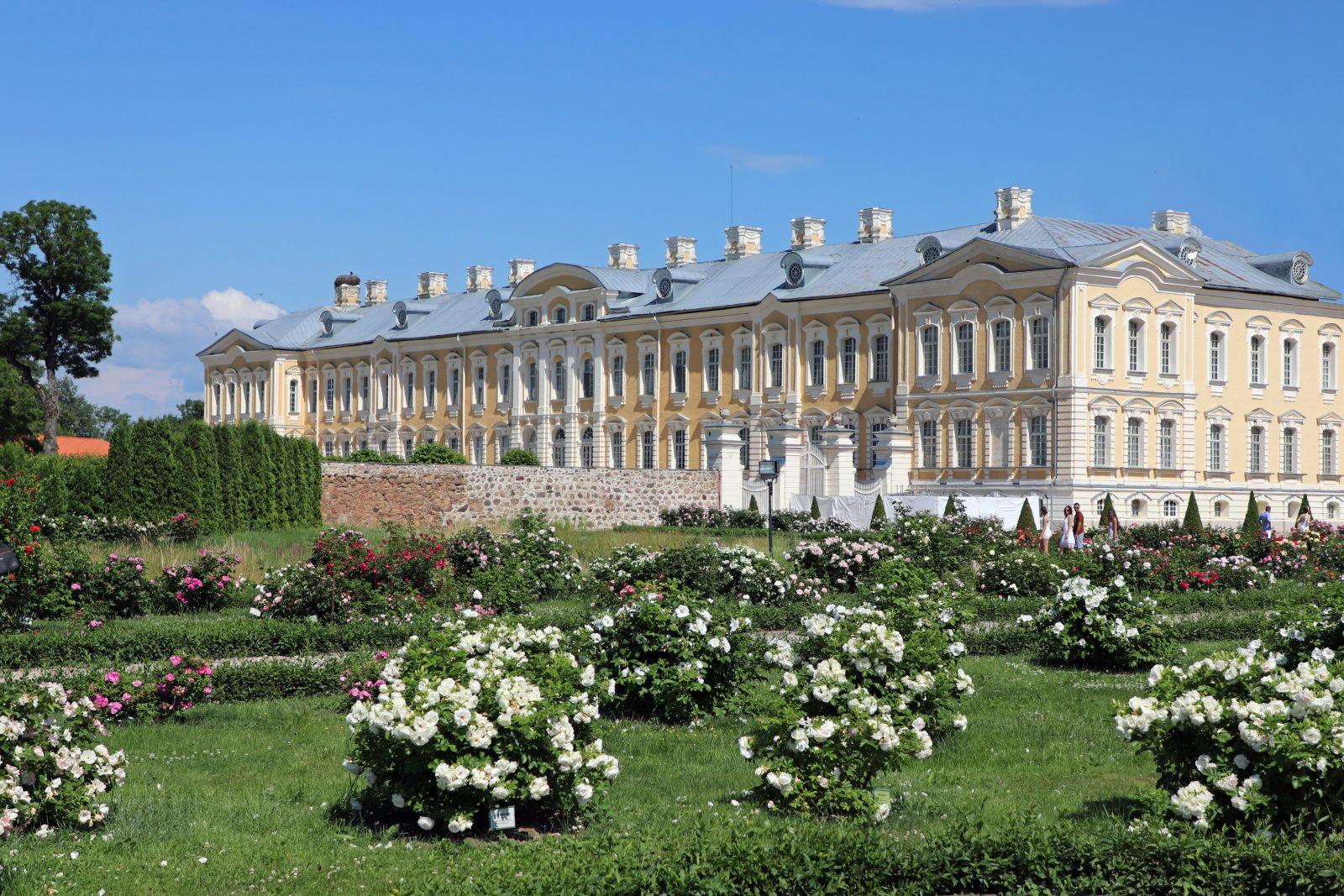 """Schloß Ruhenthal, heute Rundale, das """"Versailles des Baltikum"""", Sommerresidenz des Ernst Johann Biron, Herzog von Kurland, 1768 fertiggestellt Foto: Privat"""
