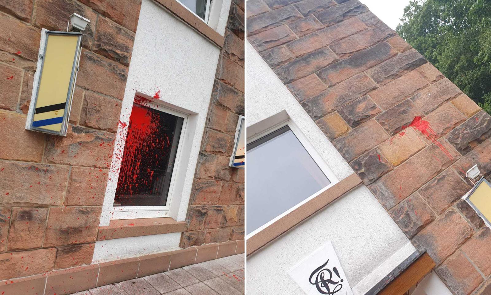 Die Farbbeutel trafen die Fassade des Verbindungshauses in Marburg Foto: Rheinfranken Marburg