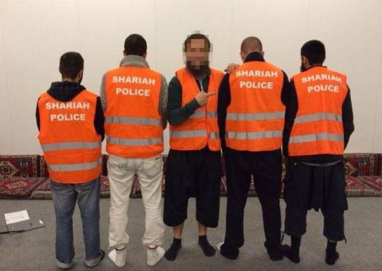 """Scharia Polizei"" in Wuppertal Foto: picture alliance / ROPI"