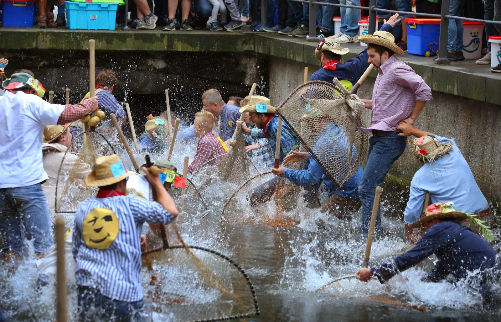 Bislang durften nur Männer beim Fischertag in Memmingen mitmachen (Archivbild) Foto: (c) dpa