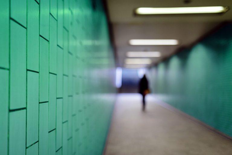 Unterführung in einer Bahnstation: Frauen fühlen sich in öffentlichen Verkehrsmitteln unsicher Foto: picture alliance/Geisler-Fotopress