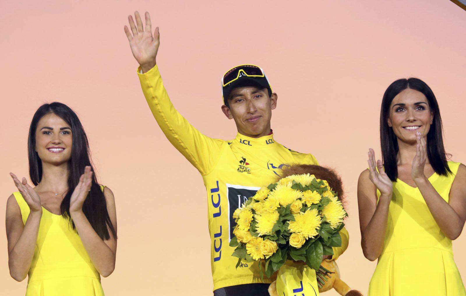 Der Sieger der Tour de France 2019, Egan Bernal,; künftig soll eine Podiumshostess durch einen Mann ersetzt werden Foto: picture alliance / AP Photo