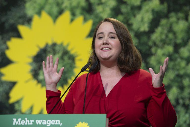 Die stellvertretende Bundesvorsitzende der Grünen, Ricarda Lang, beklagt sich über ein Foto von ihr, das in den sozialen Medien kursiert Foto: picture alliance / Sven Simon