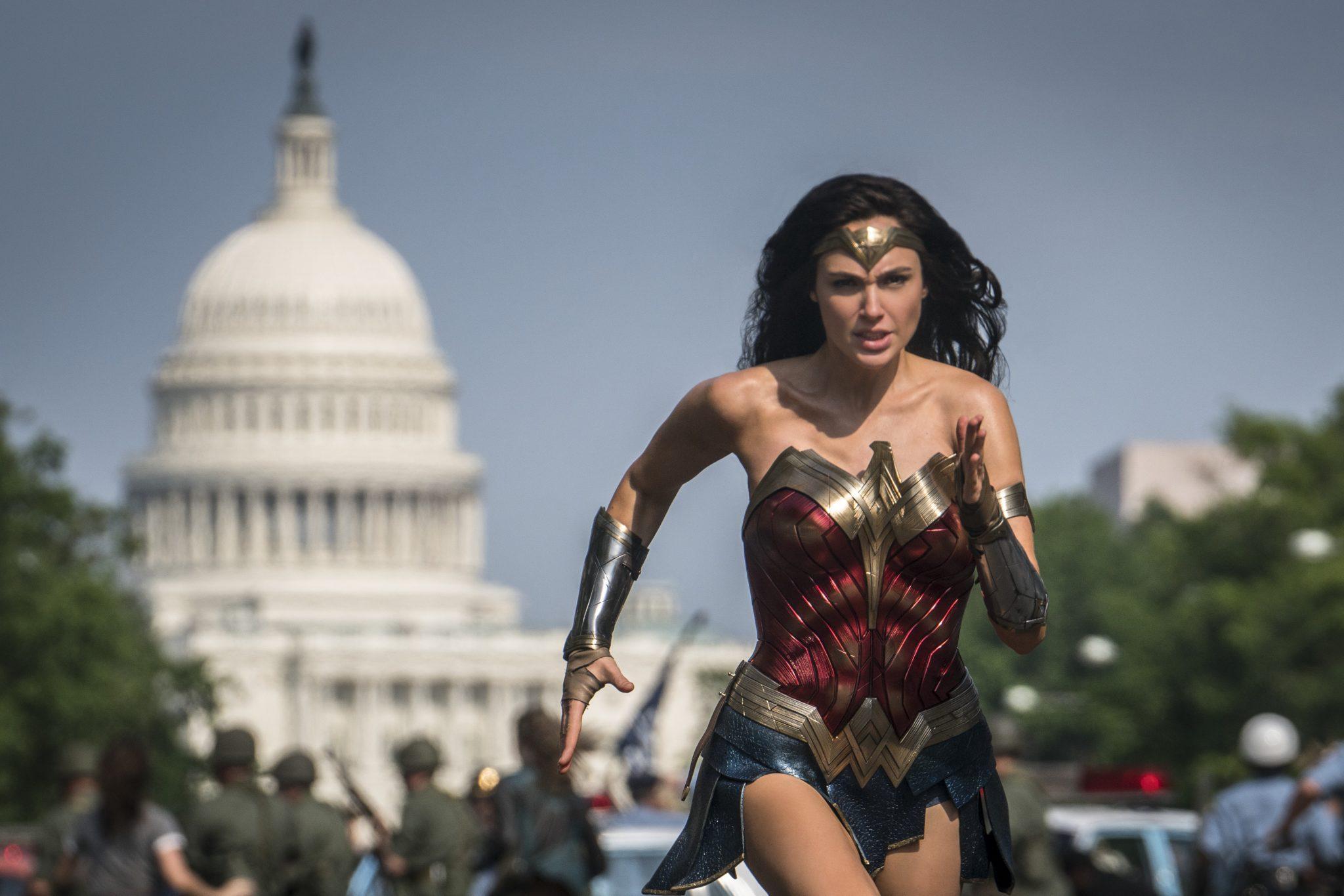 """Szene aus dem neuen """"Wonder Woman"""" Film: So schlank ist sie nicht mehr überall zu sehen Foto: picture alliance / AP Photo"""