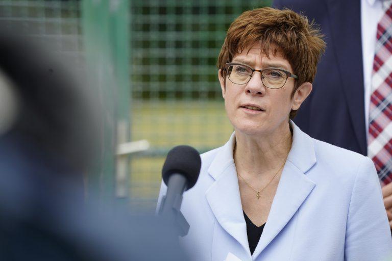 Die CDU-Vorsitzende Annegret Kramp-Karrenbauer plädiert für eine bundesweite Maskenpflicht am Arbeitsplatz Foto: picture alliance