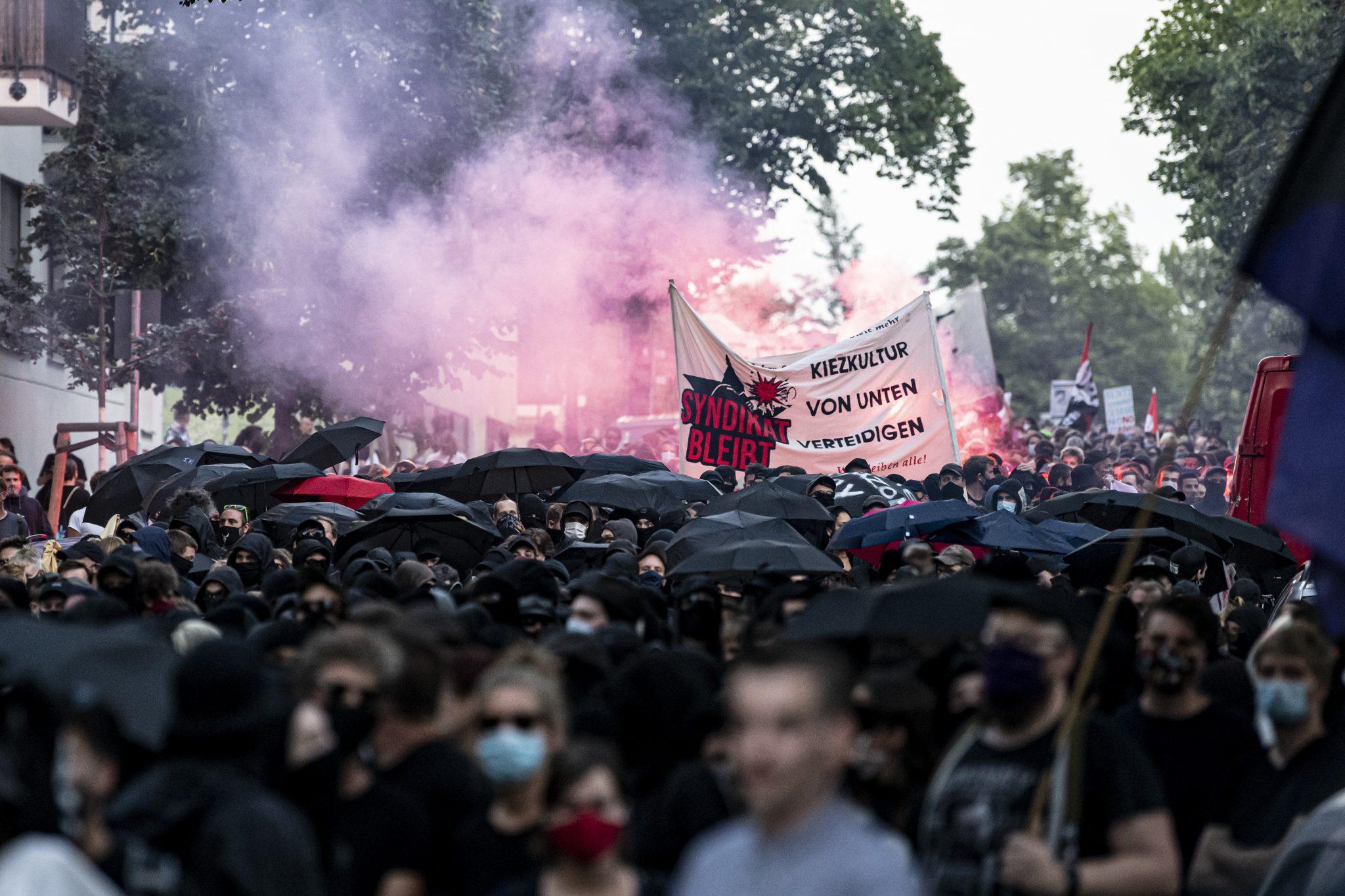 Linksradikale demonstrieren in Berlin gegen die Räumung ihres Treffpunktes Foto: picture alliance/Fabian Sommer/dpa