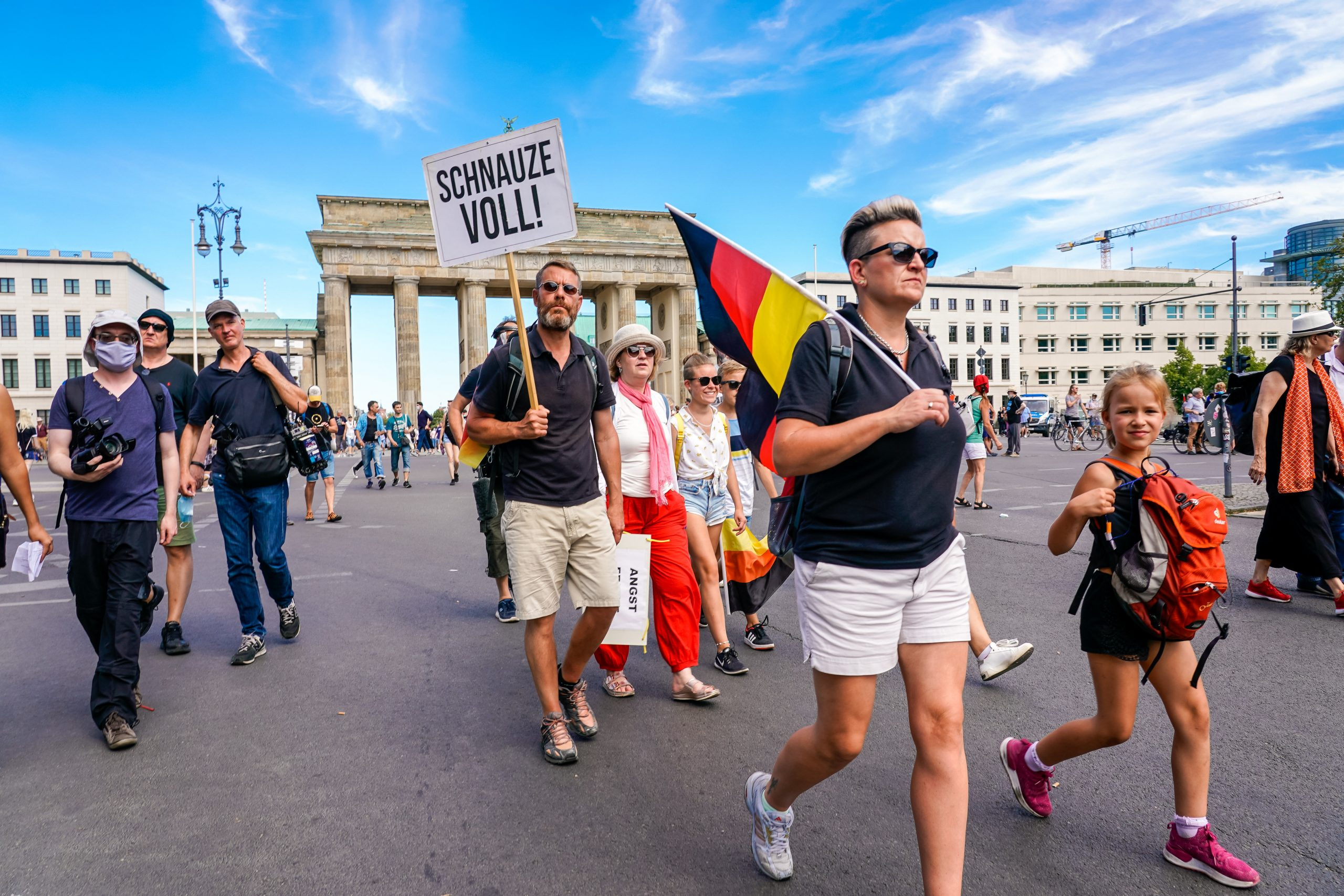 "Corona-Demonstration in Berlin: ""Schnauze voll!"" Foto: picture alliance/SULUPRESS.DE"