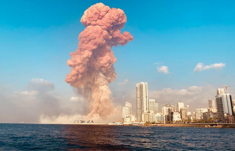 Eine schwere Explosion erschüttert die libanesische Hauptstadt Beirut Foto: picture alliance/Mikhail Alaeddin//dpa