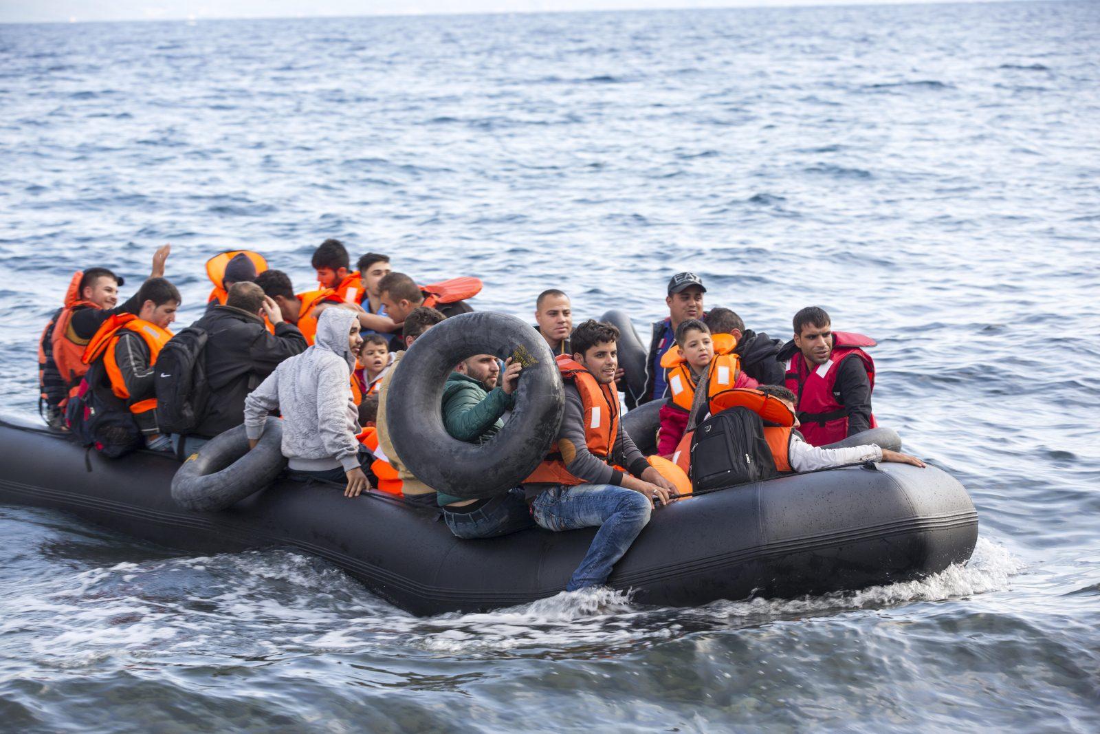 Syrer erreichen Europa: Ein Migrationspakt der EU-Kommission soll die Zuwanderung koordinieren (Archivbild) Foto: picture alliance/Global Warming Images