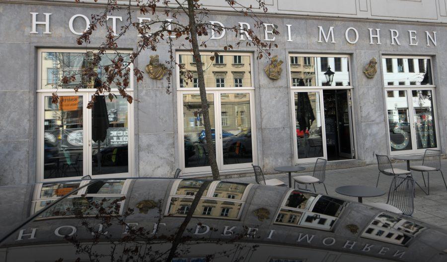 """Das Hotel """"Drei Mohren"""" in Augsburg ändert seinen Namen wegen anhaltender Kritik Foto: picture alliance/Stefan Puchner/dpa"""