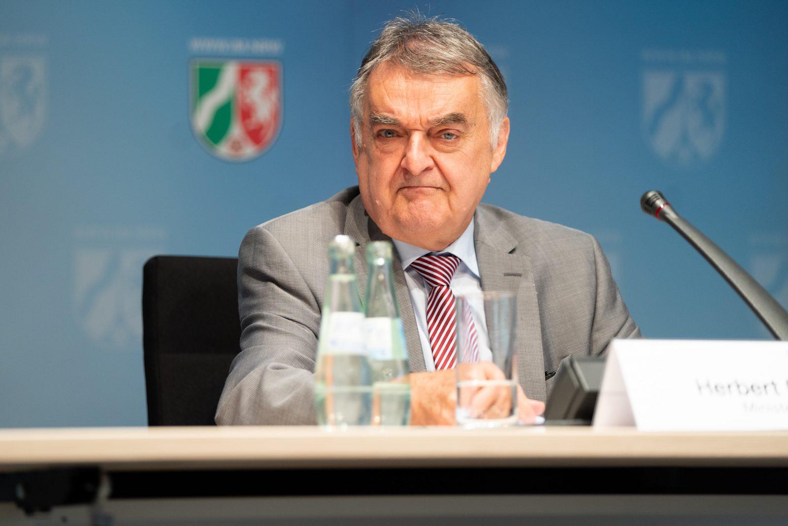 Nordrhein-Westfalens Innenminister Herbert Reul (CDU) stellt das Lagebild Clan-Kriminalität vor Foto: picture alliance