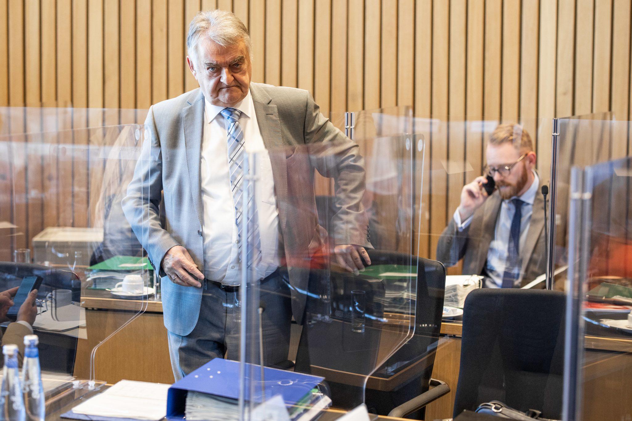 Nordrhein-Westfalens Innenminister Herbert Reul (CDU) nimmt die Polizisten in Schutz Foto: picture alliance/Marcel Kusch/dpa