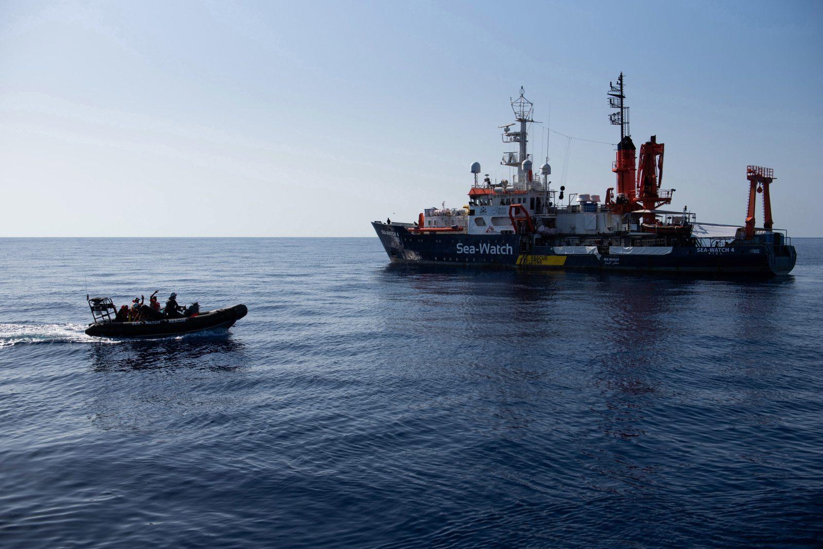 """""""Sea-Watch 4"""": Der Nürnberger Kirchenvorstand hat einen Pfarrer abgeordnet, nachdem er Seenotrettung von Flüchtlingen im Mittelmeer kritisiert hatte"""