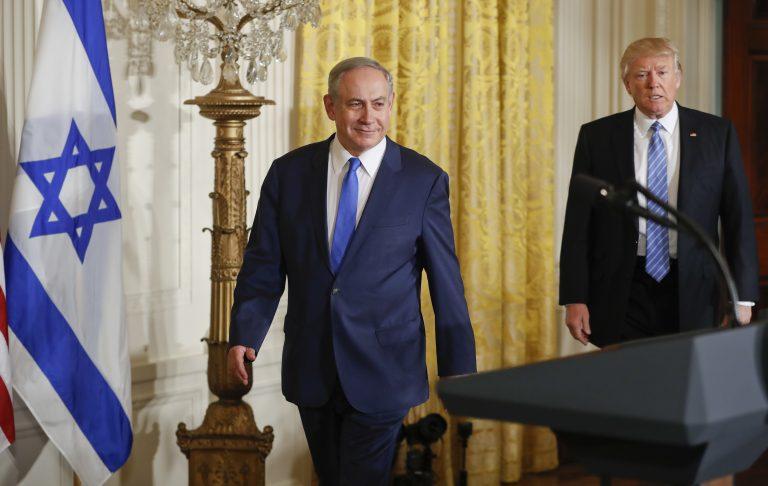 Benjamin Netanjahu und Donald Trump (r.) Foto: picture alliance / AP Images