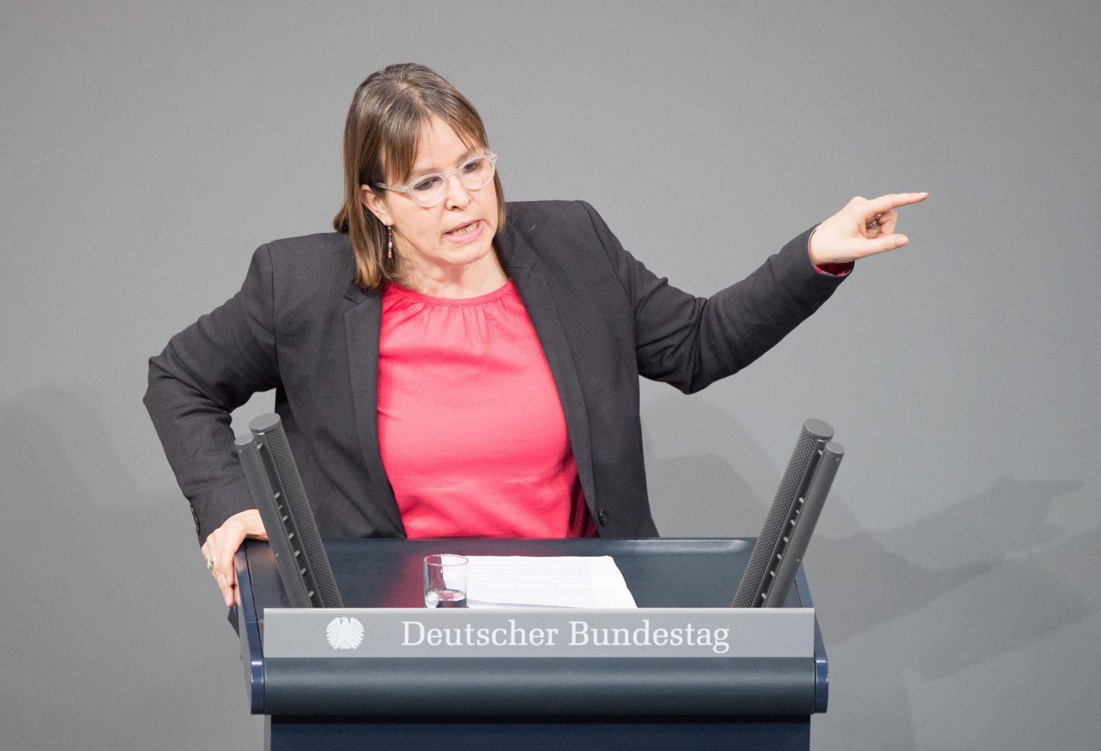 Heike Hänsel (Linkspartei): Einwanderungskritiker hätten sich bei Migrationspakt durchgesetzt