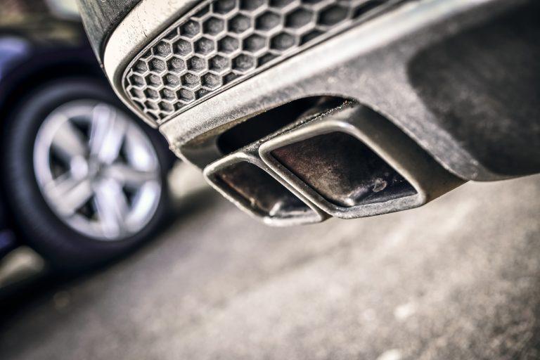 Autoauspuff von Verbrenner-Auto