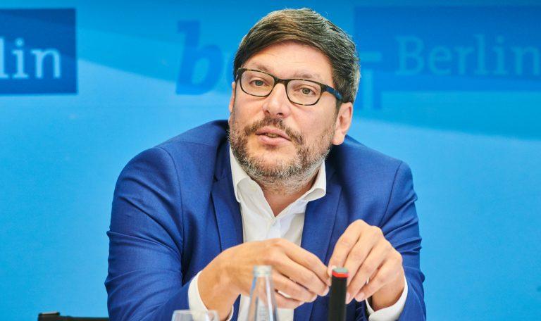 Berlins Justizsenator Dirk Behrendt (Grüne): Sorgt mit Kopftuch-Erlaubnis für Kritik