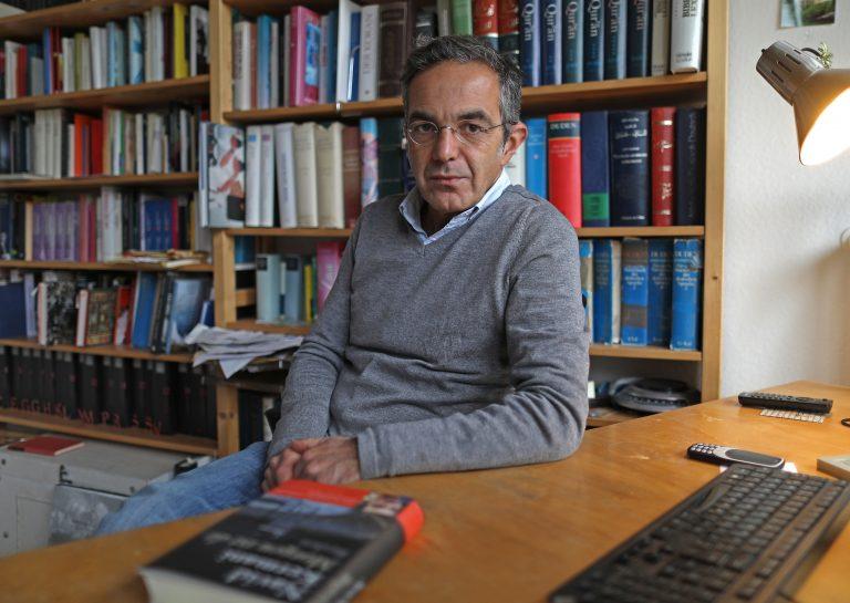 Der Schriftsteller Navid Kermani unterstützt die Kabarettistin Lisa Eckart Foto: picture alliance/Oliver Berg/dpa