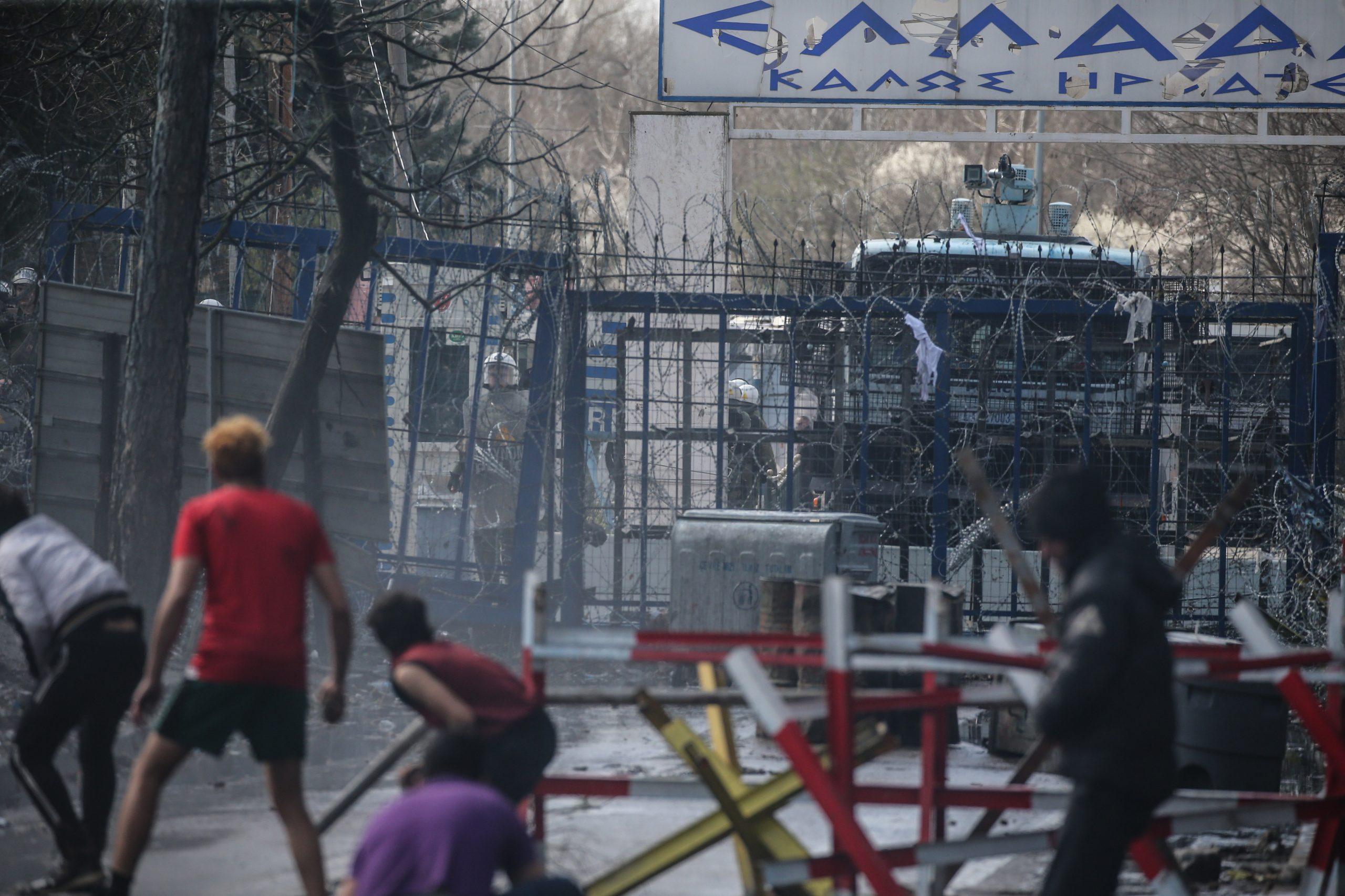Gewaltbereite Migranten an türkisch-griechischer Grenze Foto: picture alliance / AA