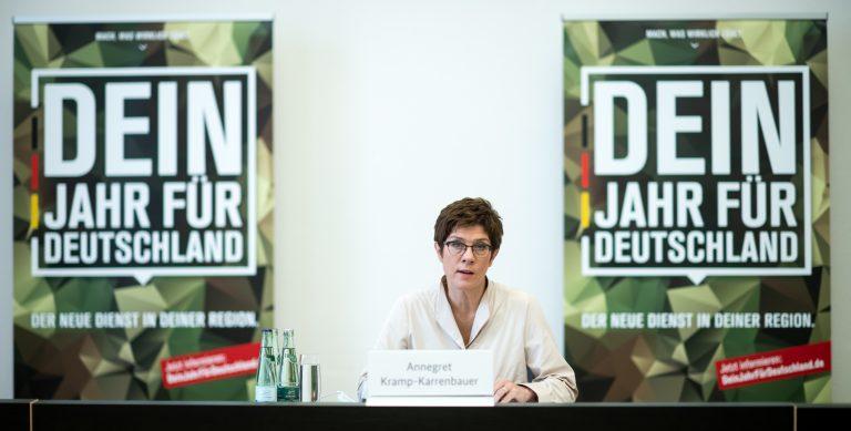Die Linkspartei kritisiert das Pilotprojekt zum freiwilligen Wehrdienst von Verteidigungsministerin Annegret Kramp-Karrenbauer (CDU) Foto: picture alliance/Bernd von Jutrczenka/dpa