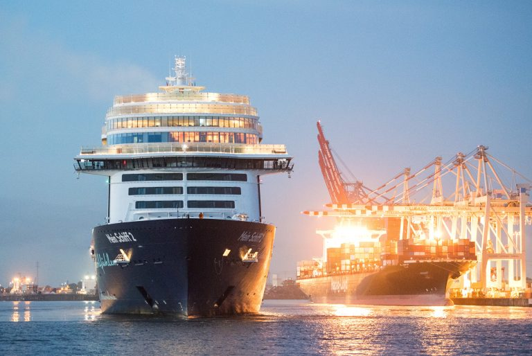 """Tui""-Kreuzfahrtschiff in Hamburg"