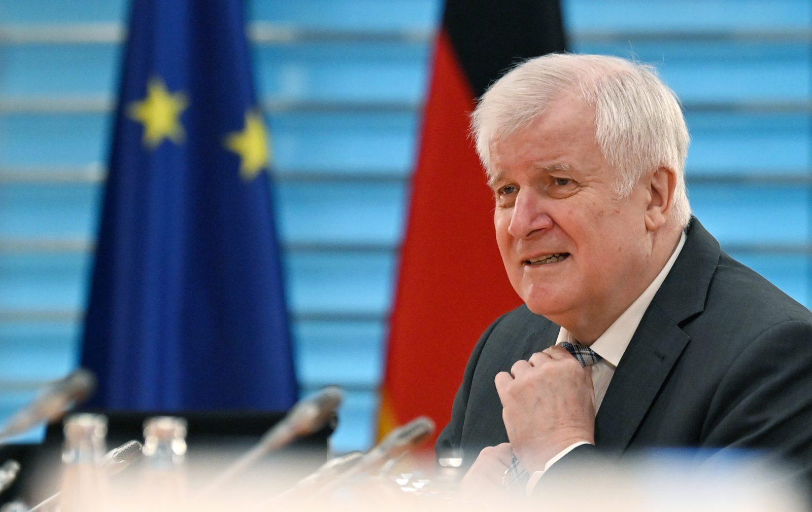 Bundesinnenminister Horst Seehofer (CSU) sagte die Aufnahme von 150 Kindern aus dem Flüchtlingslager Moria zu Foto: picture alliance/John Macdougall/AFP POOL/dpa