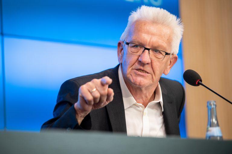 Baden-Württembergs Ministerpräsident Winfried Kretschmann (Grüne) will die Reichsflagge bundesweit verbieten Foto: picture alliance/Sebastian Gollnow/dpa