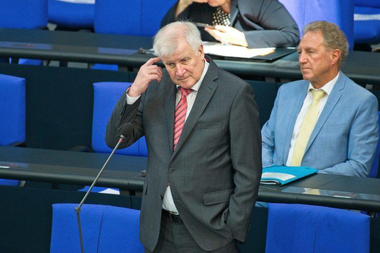 """Überdenkt Bundesinnenminister Horst Seehofer (CSU) sein """"nein"""" zur Polizeistudie schon? Foto: picture alliance / Eibner-Pressefoto"""