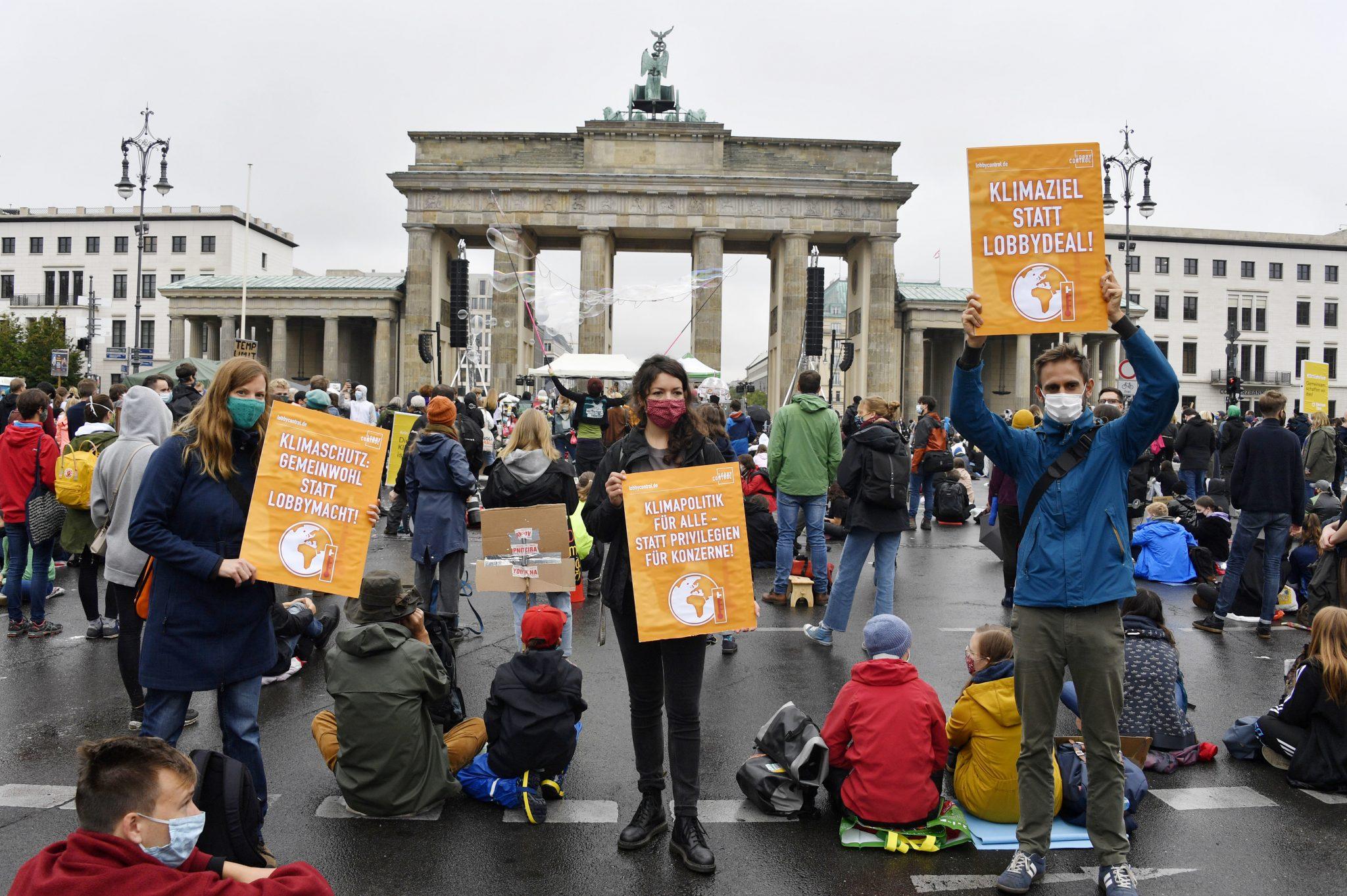 "Demonstranten der ""Fridays For Future""-Bewegung in Berlin Foto: picture alliance/Geisler-Fotopress"