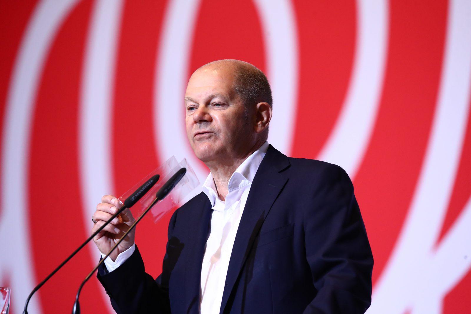 Vizekanzler Olaf Scholz (SPD) kritisiert die Wahl des AfD-Politikers mit den Stimmen der anderen Parteien Foto: picture alliance/Bodo Schackow/dpa-Zentralbild/dpa