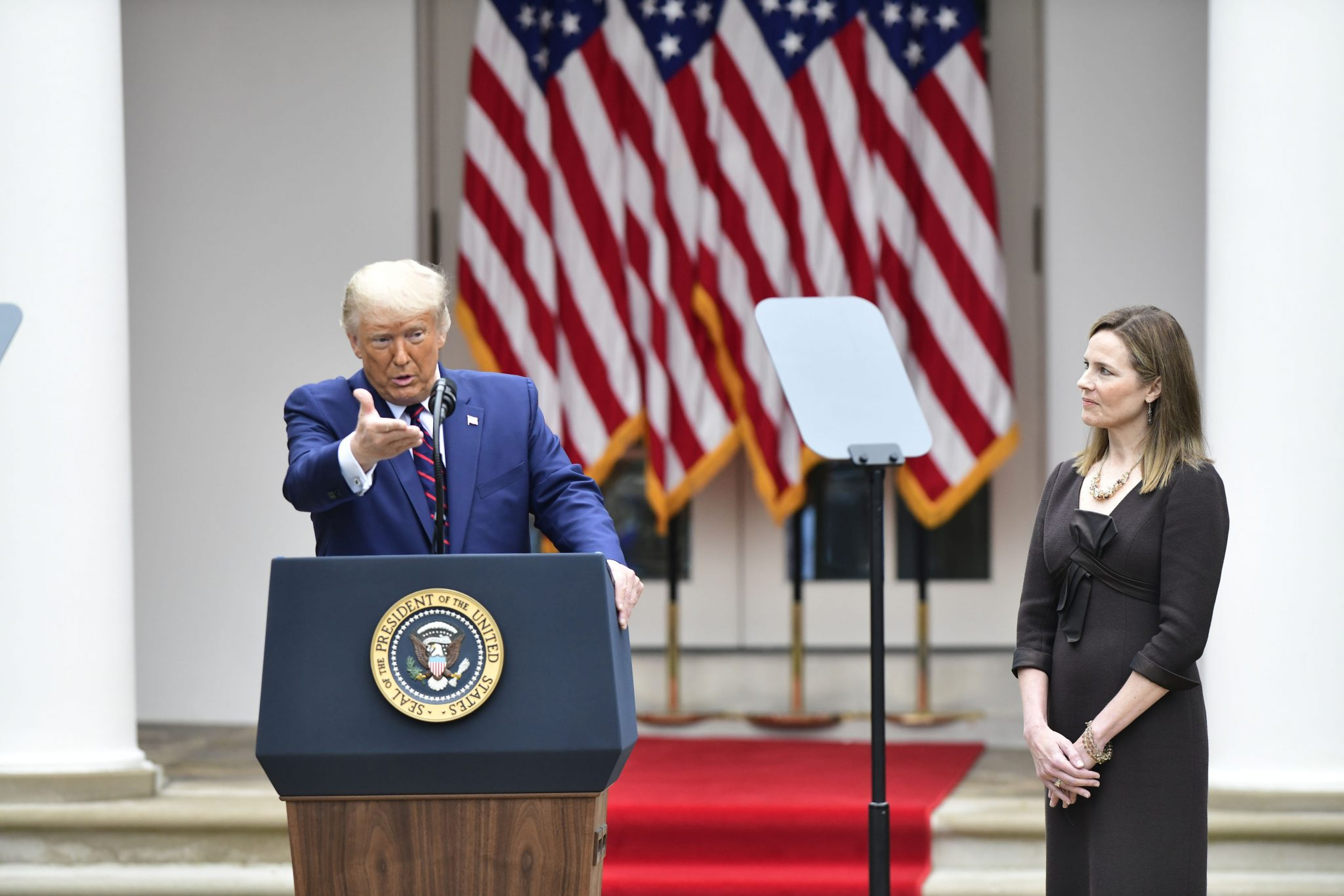US-Präsident Donald Trump und Richterin Amy Coney Barrett Foto: Picture alliance/Capital Pictures