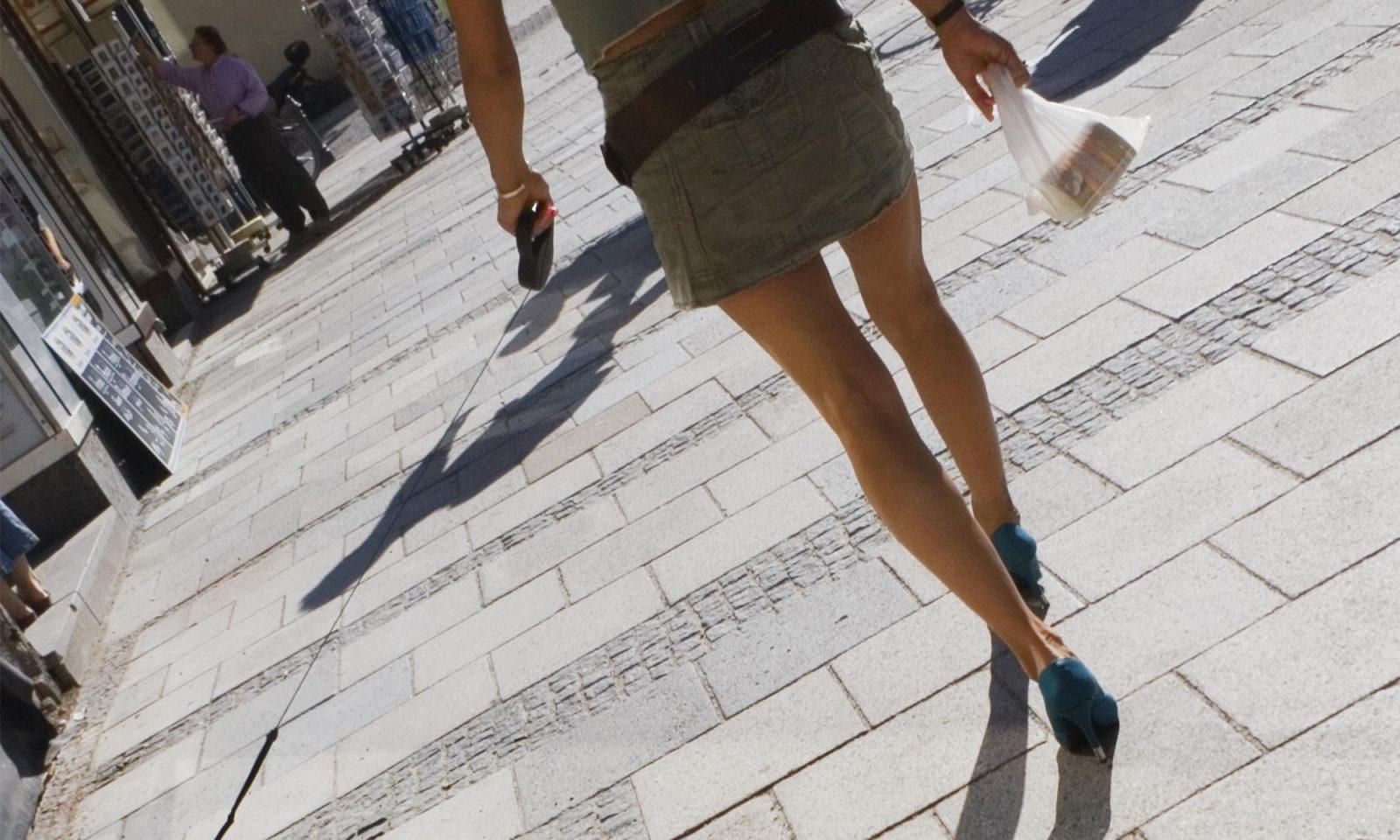 Wegen ihres Minirocks wurde eine Französin geschlagen Foto: picture alliance/imageBROKER