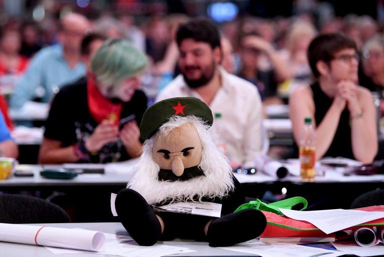 Puppe von Karl Marx: In Leipzig können Studenten lernen, warum die Diktatur des Proletariats notwendig ist (Symbolbild) Foto: picture alliance/Britta Pedersen/dpa
