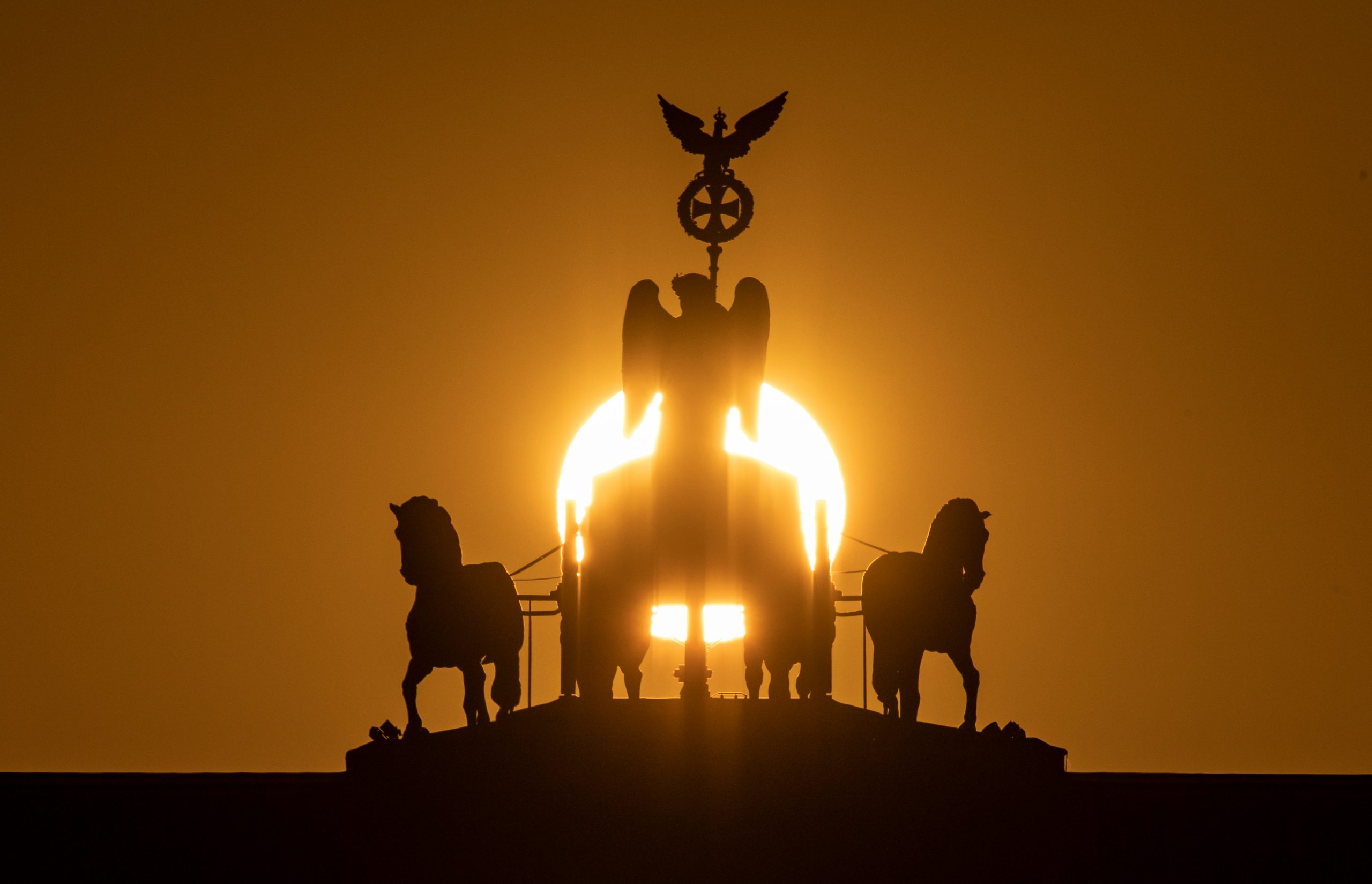 Sonnenaufgang am Brandenburger Tor.