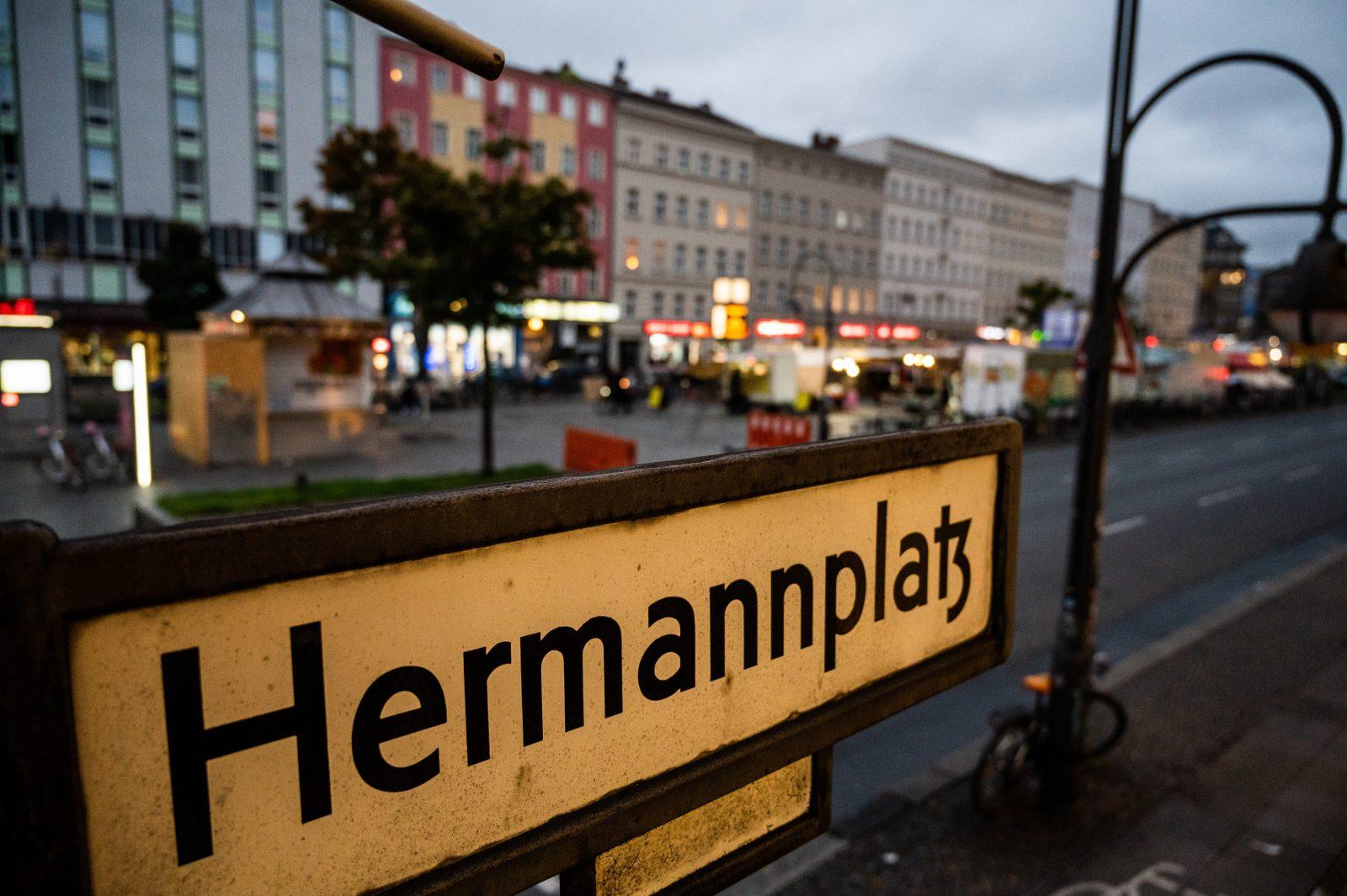 Auf dem Hermannplatz in Berlin-Neukölln demonstrierten 150 Personen gegen die angeblich islamfeindliche Politik Frankreichs (Symbolbild) Foto: picture alliance/Christophe Gateau/dpa
