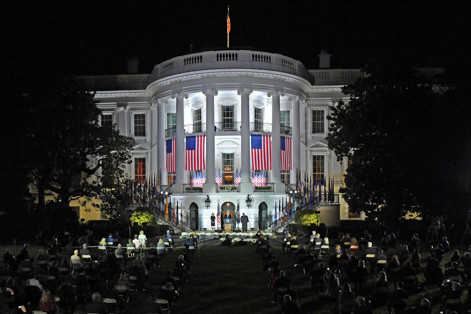 Wer wird künftig vom Weißen Haus aus die USA regieren? Foto: picture alliance / newscom